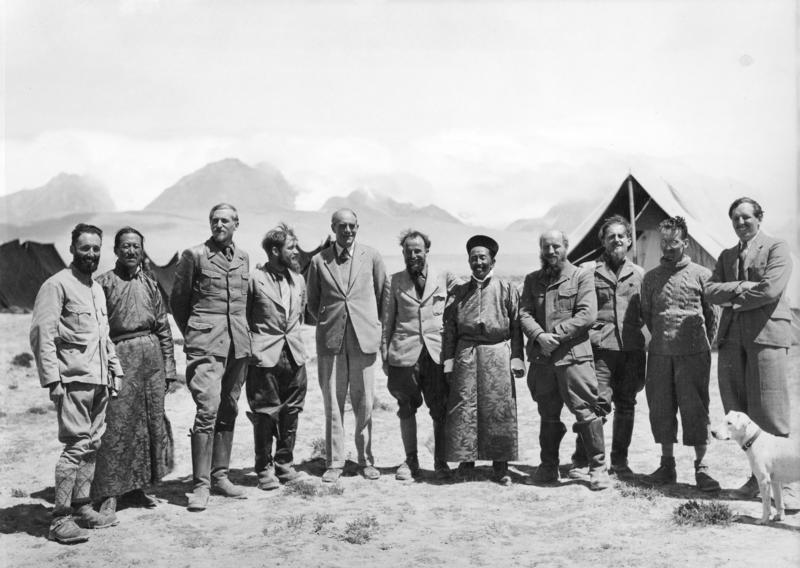 Expedition members with hosts in  Gangtok ,  Sikkim  are (from left to right) unknown, unknown Tibetan,  Bruno Beger ,  Ernst Schäfer ,  Sir Basil Gould , Krause, unknown Tibetan, Karl Wienert, Edmund Geer, unknown, unknown  By Bundesarchiv, Bild 135-KA-11-008 / CC-BY-SA 3.0, CC BY-SA 3.0 de, https://commons.wikimedia.org/w/index.php?curid=5338182