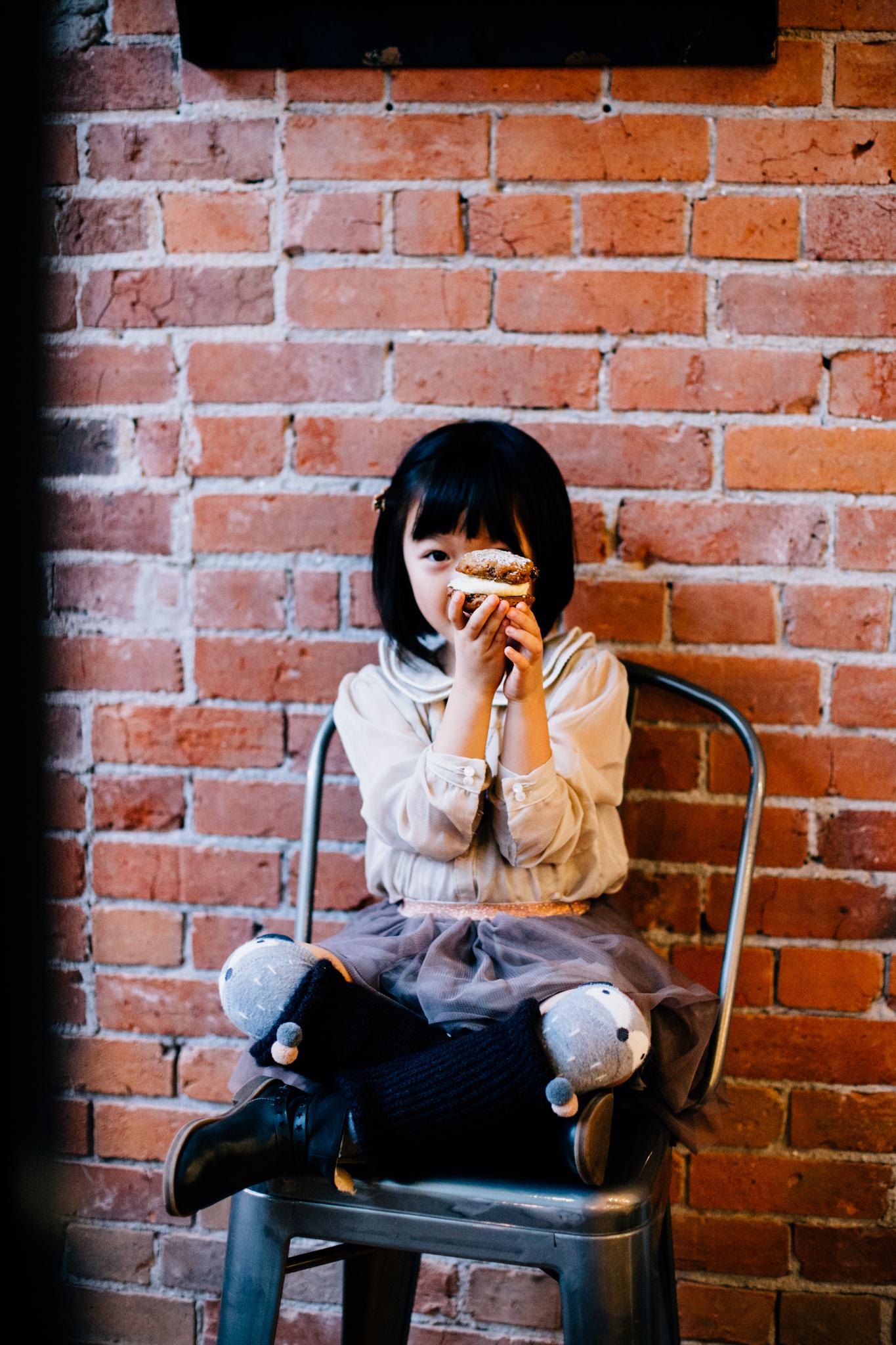 Vancouver family photographer bakery mini session-9.jpg