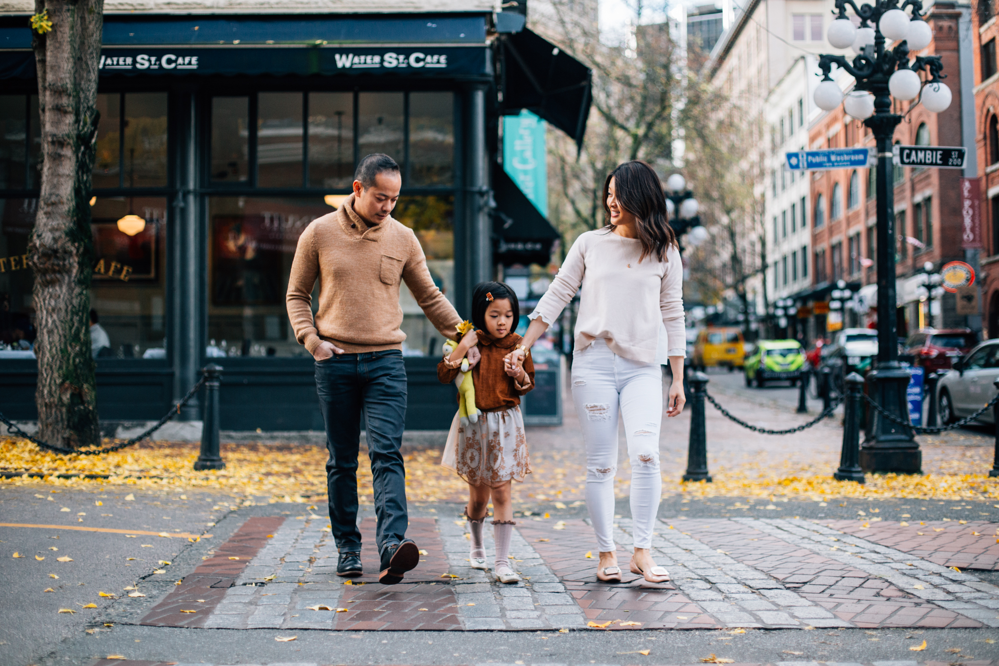 Vancouver Gastown Christmas Family Photographer-10.jpg