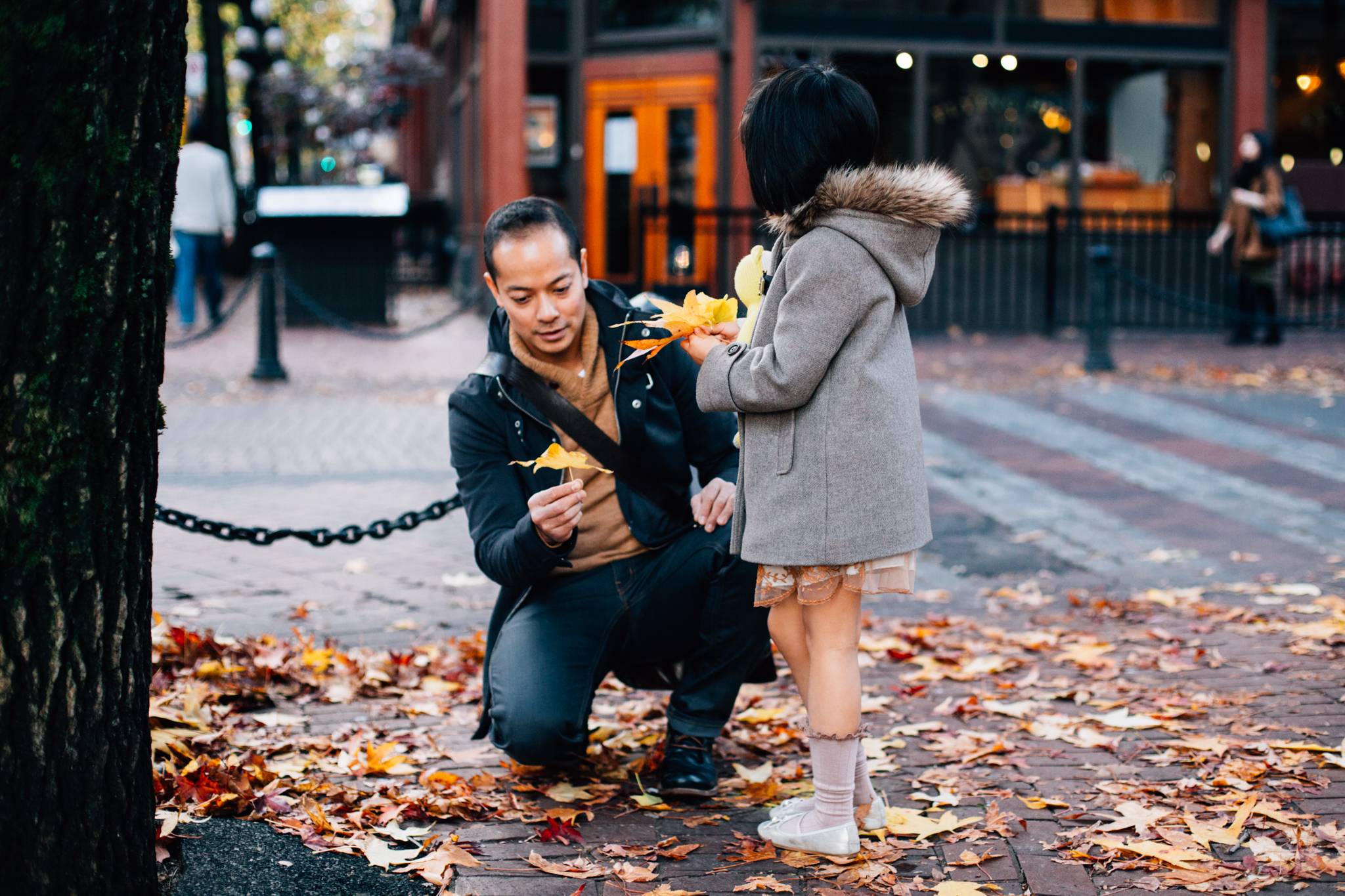 Vancouver Gastown Christmas Family Photographer-15.jpg