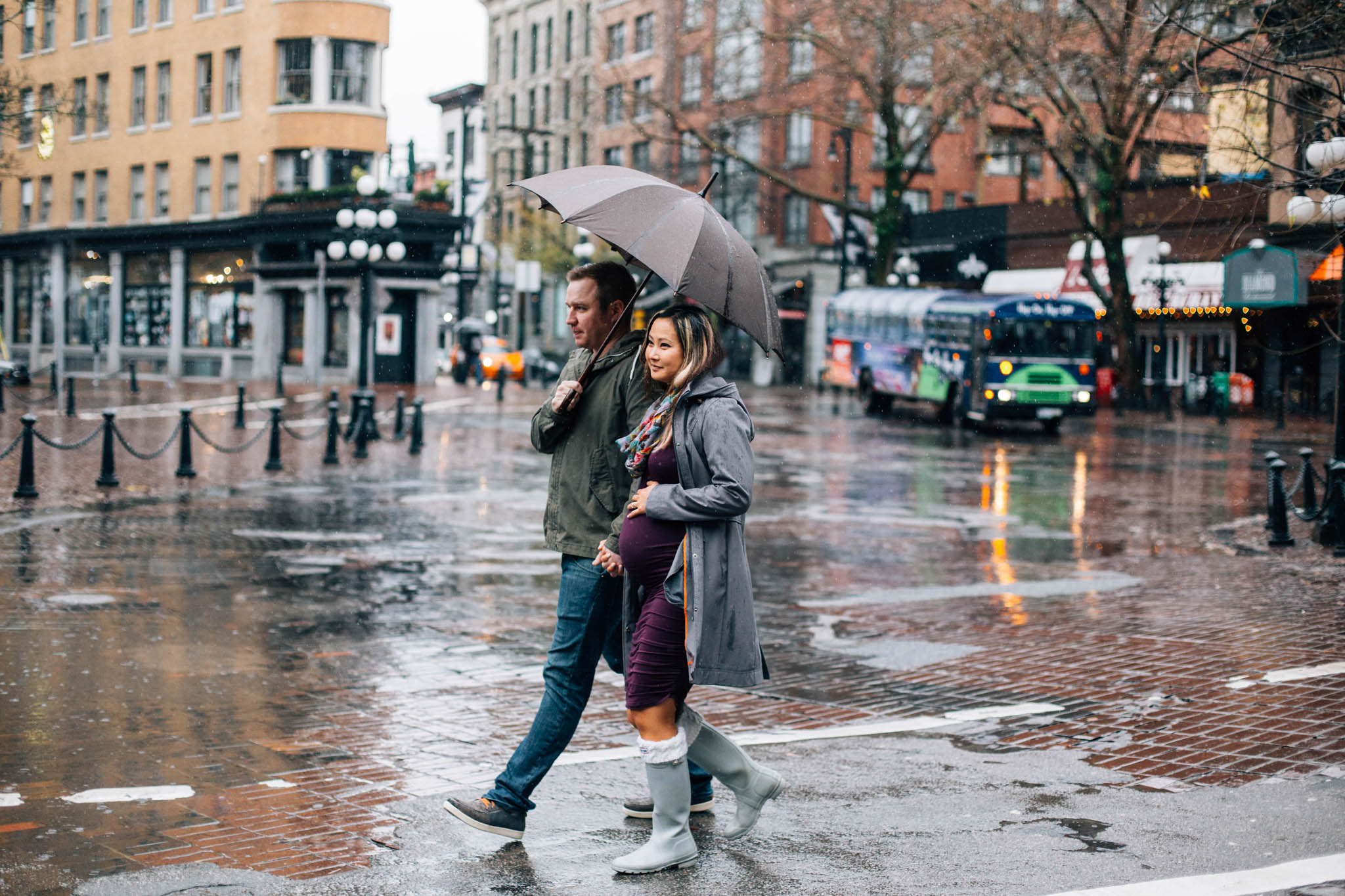 Gastown rainy day maternity photographer - Emmy Lou Virginia Photography-2.jpg