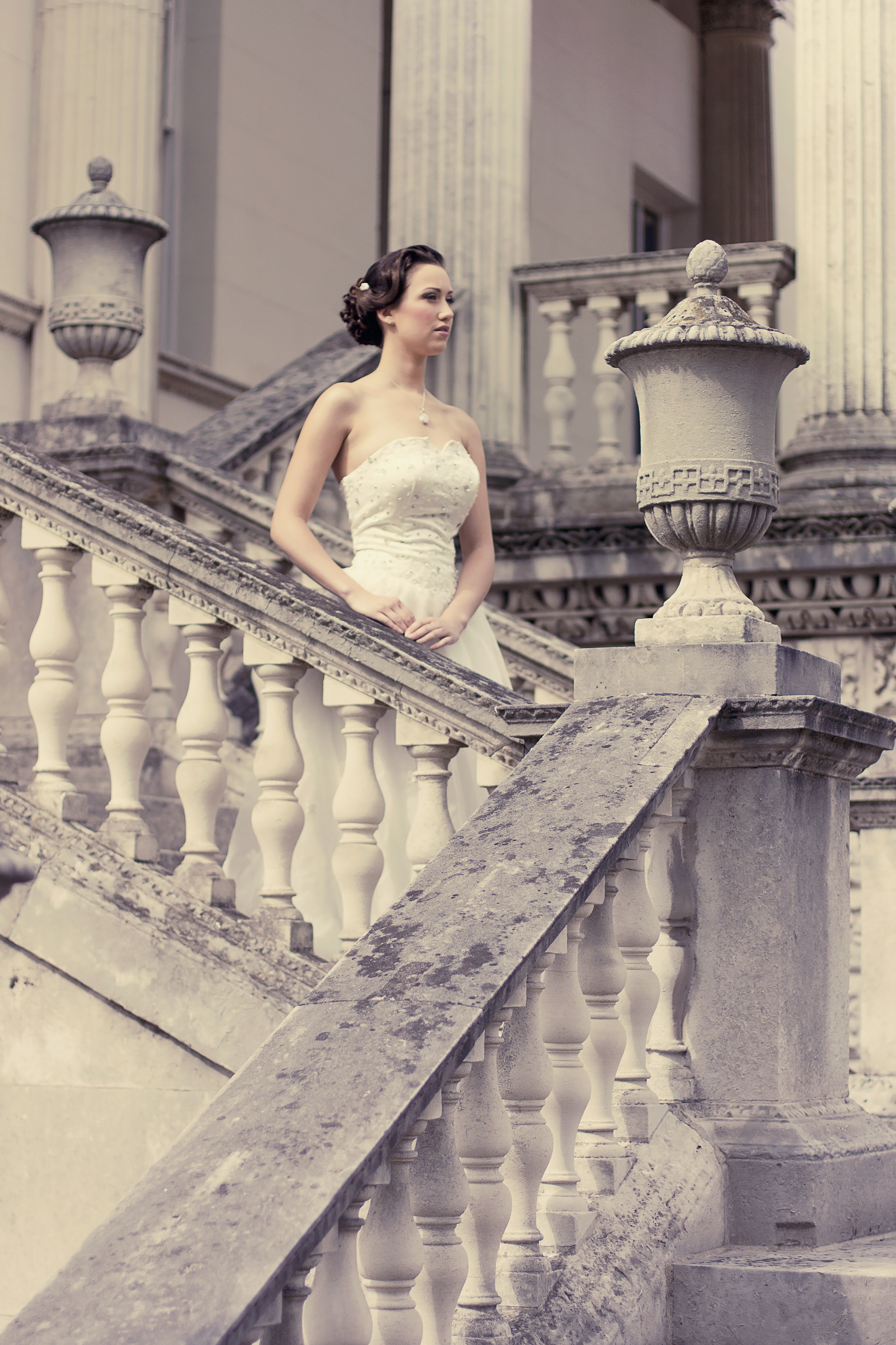 Beautiful bride in Chiswick House and Grounds