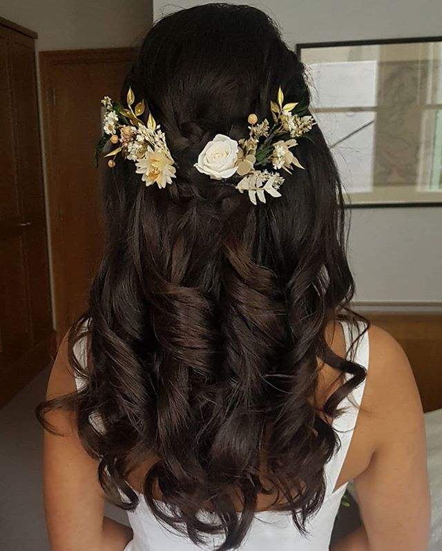 Romantic updo for Day 2. Preserved flowers really helped to add a soft and Bohemian look to the style - perfect for a countryside photoshoot! 🍃🌳🌲🌹😘 #wedding #weddings #london #londonwedding #curlsfordays #instadaily #mua #weddingmua #mua #makeupartist #hairstylist #makeup #makeupbyme #glambyme #beauty #blonde #bridal #bridalmua #bridalhair #bridalupdo #nofilter #sessionstylist #weddingday #weddinghair #love #ukwedding #weddingmakeup #braids #halfup