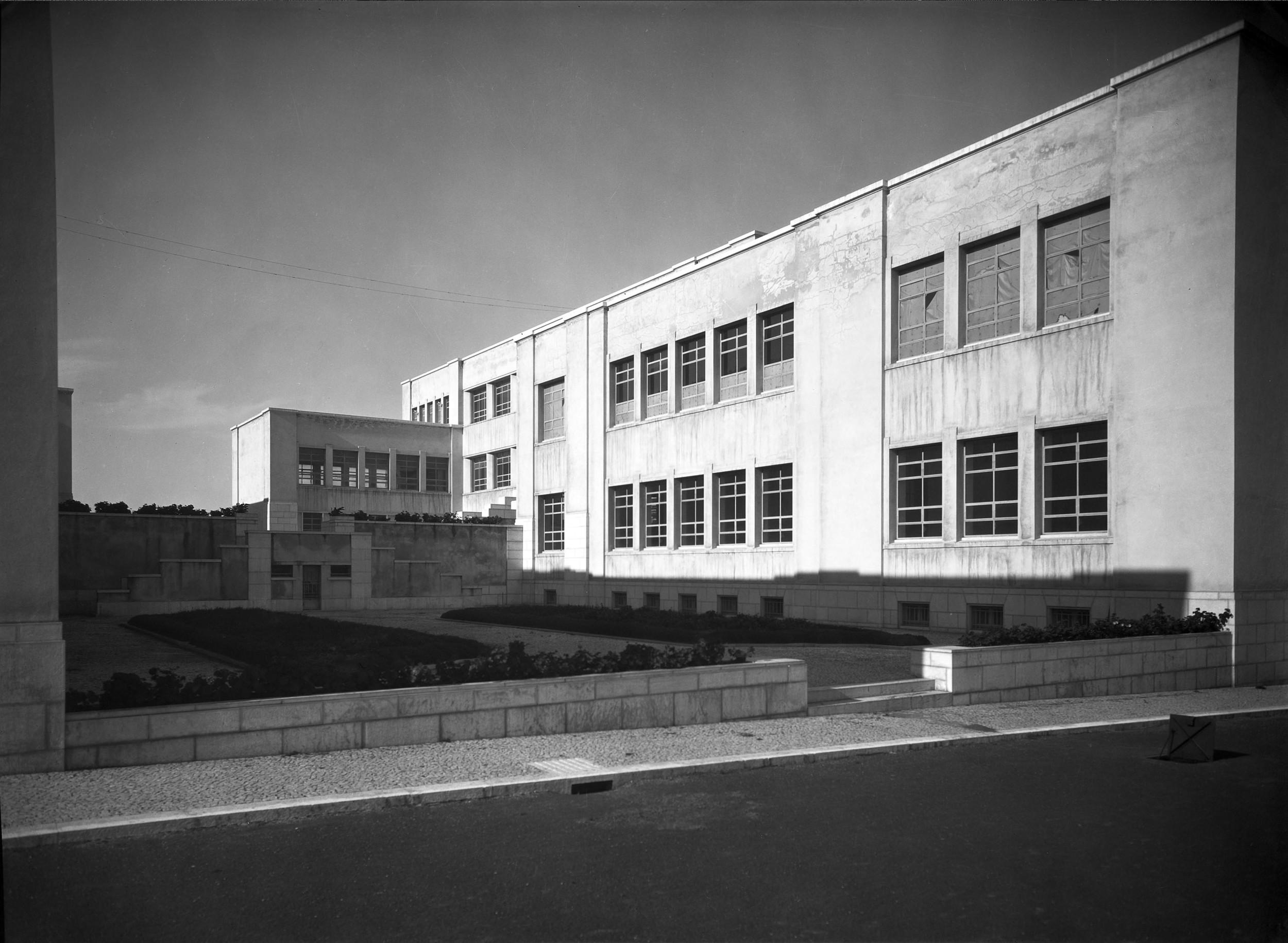 Instituto Superior Técnico, Lisbon  Photo: Mário Novais, ca. 1936-37, Lisbon  Biblioteca de Arte da Fundação Calouste Gulbenkian [CFT003_100958]