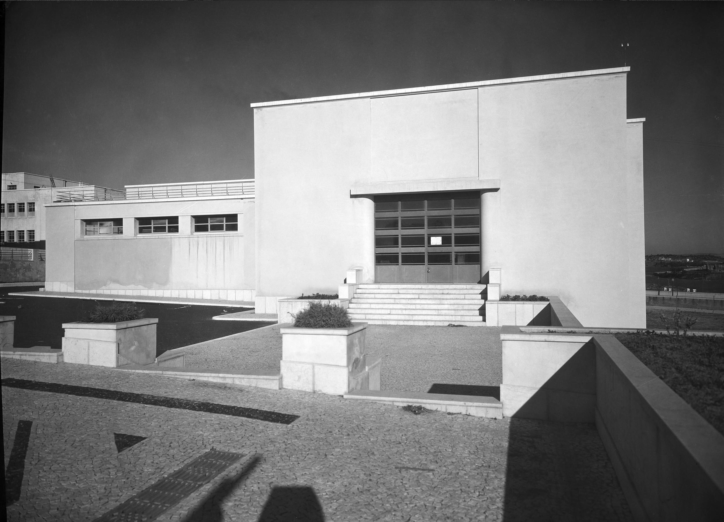 Instituto Superior Técnico, Lisbon  Photo: Mário Novais, ca. 1936-37, Lisbon  Biblioteca de Arte da Fundação Calouste Gulbenkian [CFT003_100962]