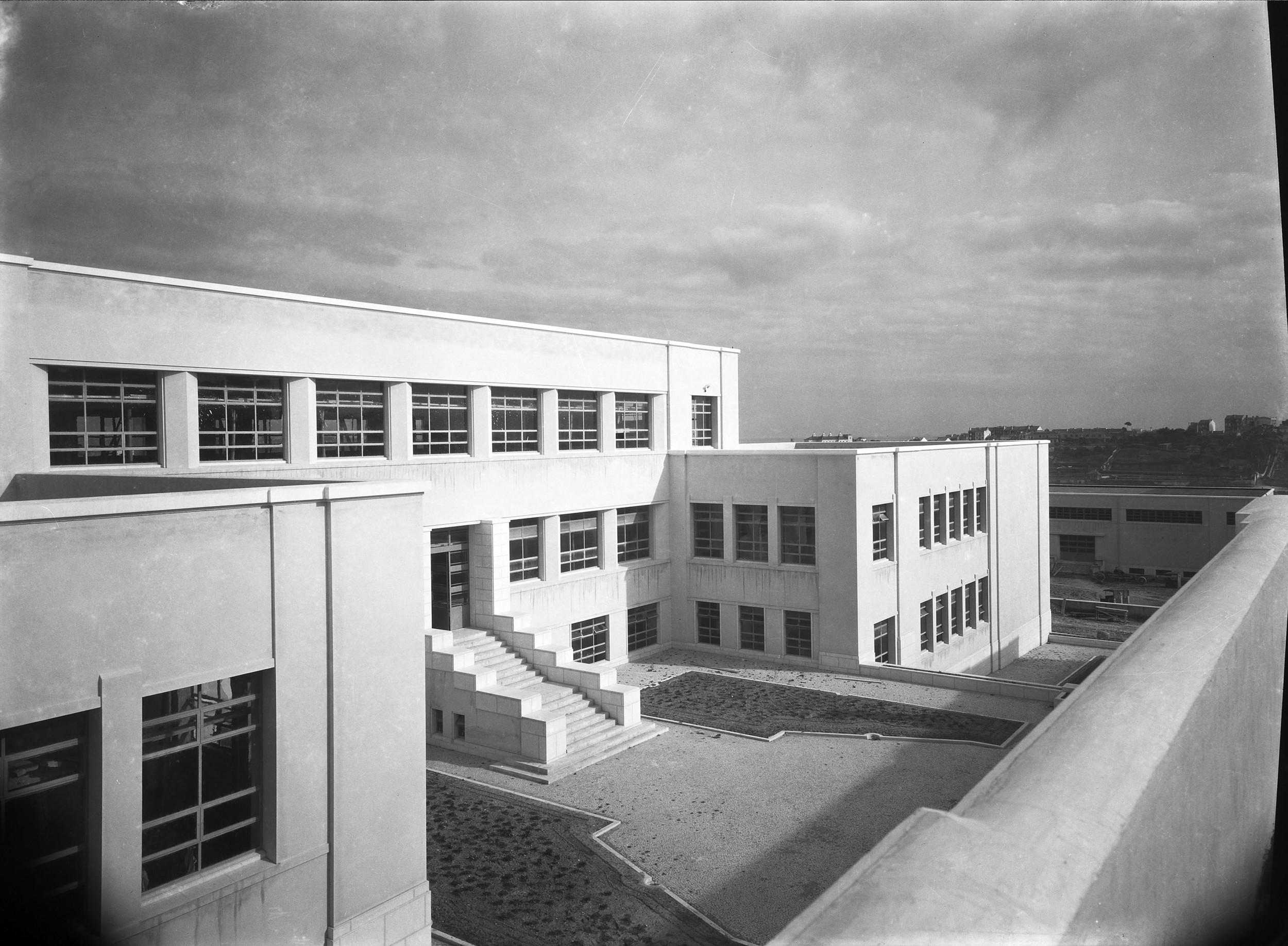 Instituto Superior Técnico, Lisbon  Photo: Mário Novais, ca. 1936-37, Lisbon  Biblioteca de Arte da Fundação Calouste Gulbenkian [CFT003_100957]