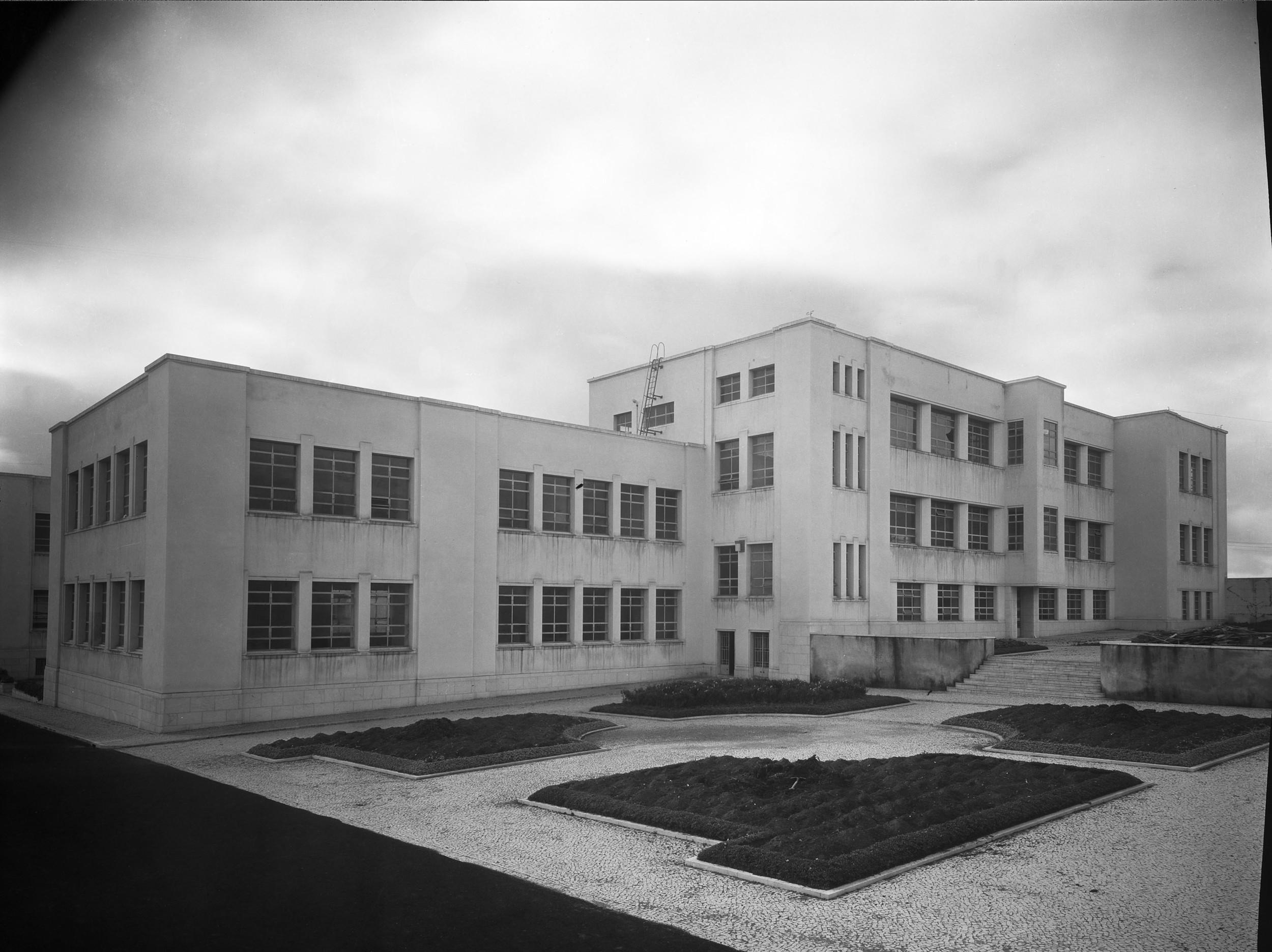 Instituto Superior Técnico, Lisbon  Photo: Mário Novais, ca. 1936-37, Lisbon  Biblioteca de Arte da Fundação Calouste Gulbenkian [CFT003_100955]
