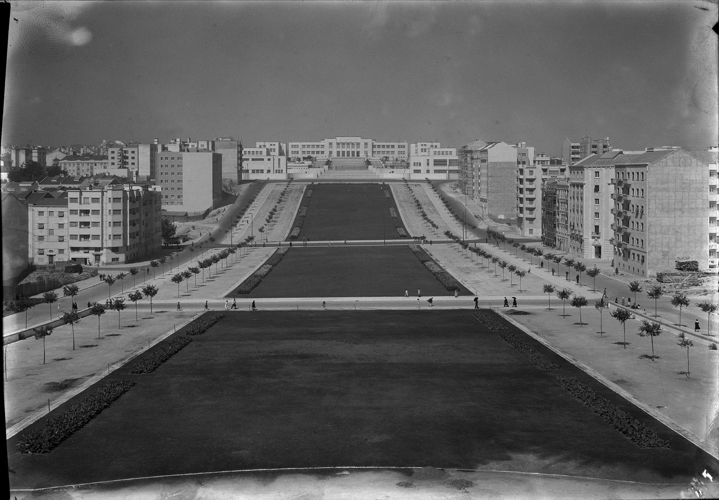 Instituto Superior Técnico, Lisbon  Photo: Mário Novais, ca. 1936-37, Lisbon  Biblioteca de Arte da Fundação Calouste Gulbenkian [CFT003_123174]