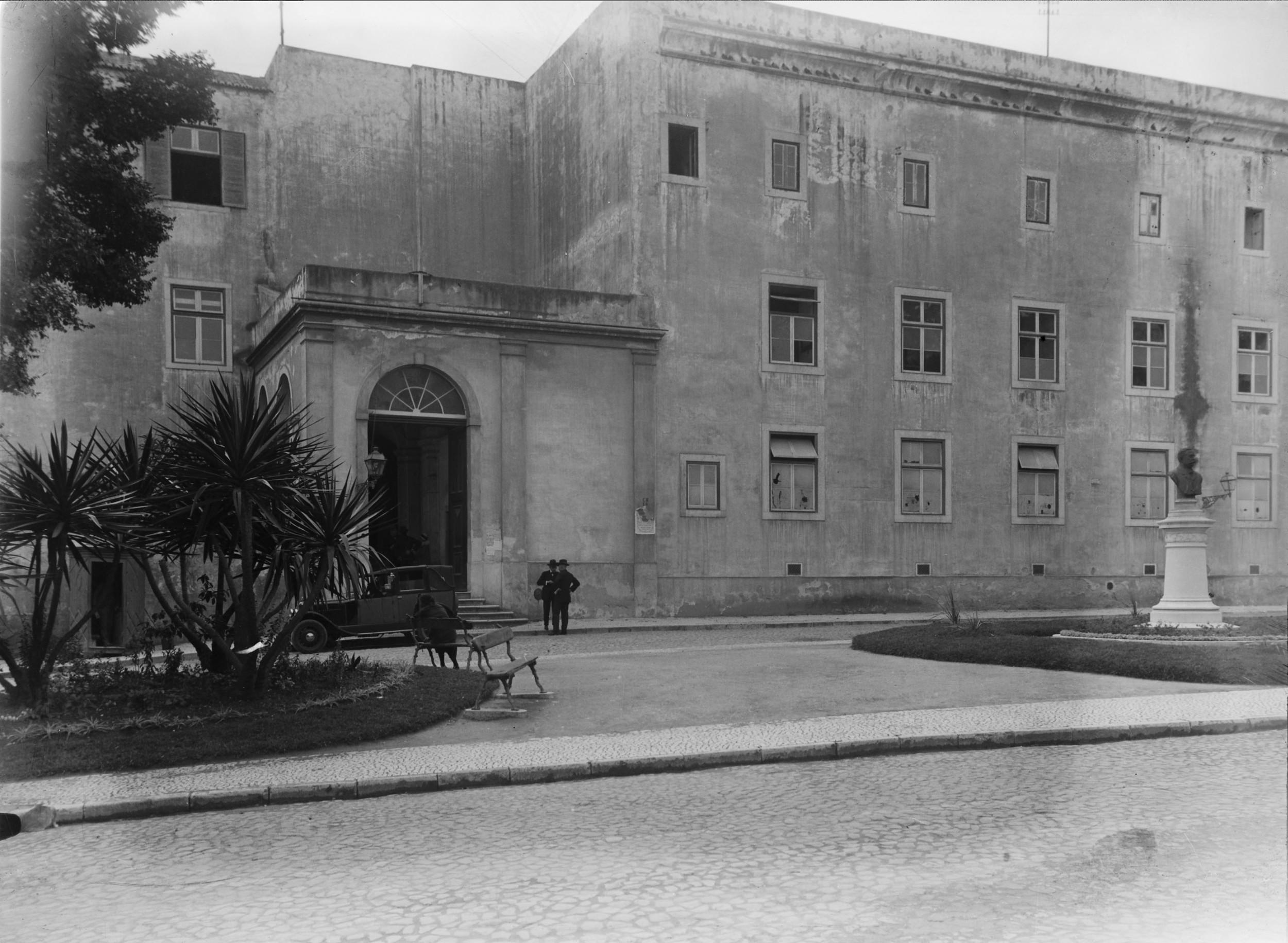 Instituto Superior Técnico, Lisbon  Photo: Mário Novais, ca. 1936-37, Lisbon  Biblioteca de Arte da Fundação Calouste Gulbenkian [CFT003_051861]