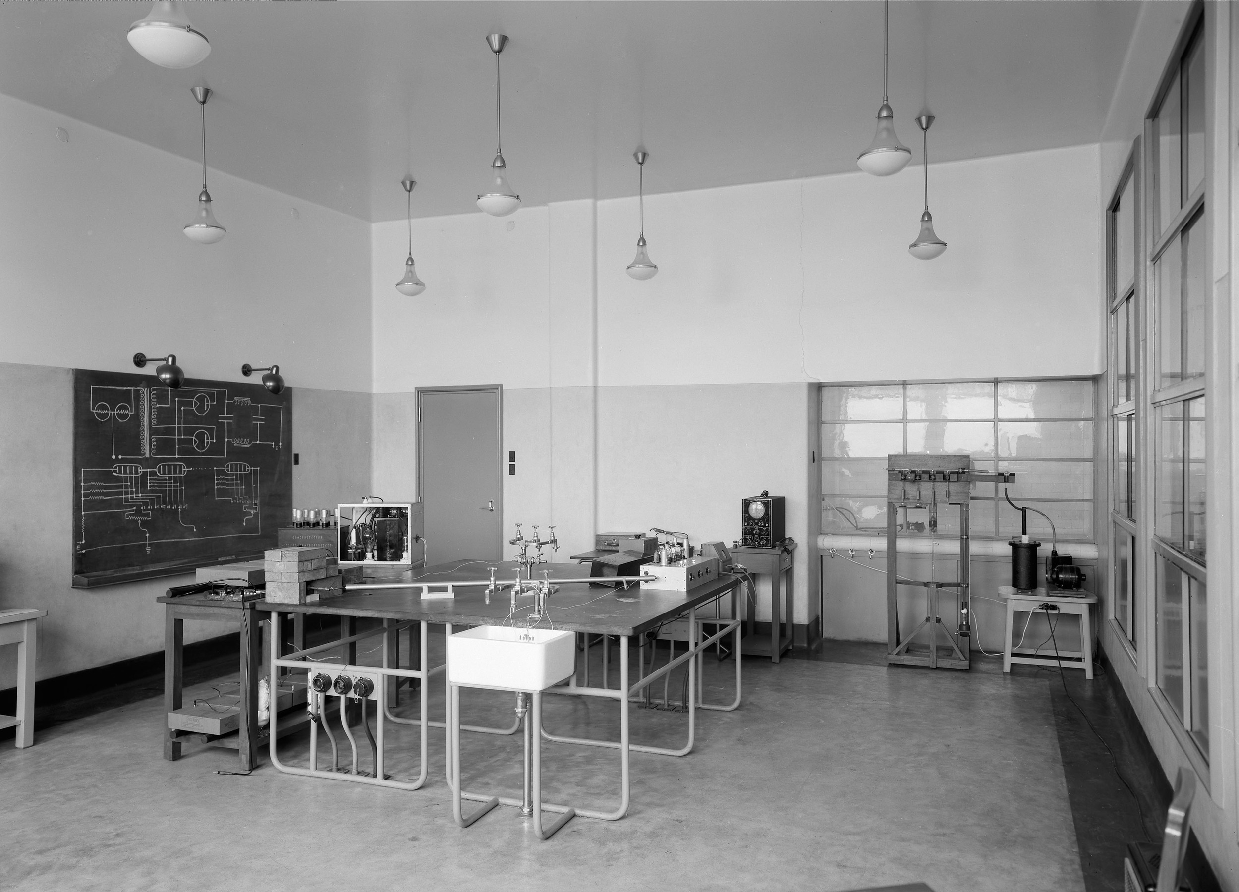 Instituto Superior Técnico, Lisbon  Photo: Mário Novais, ca. 1936-37, Lisbon  Biblioteca de Arte da Fundação Calouste Gulbenkian [CFT003_057333]