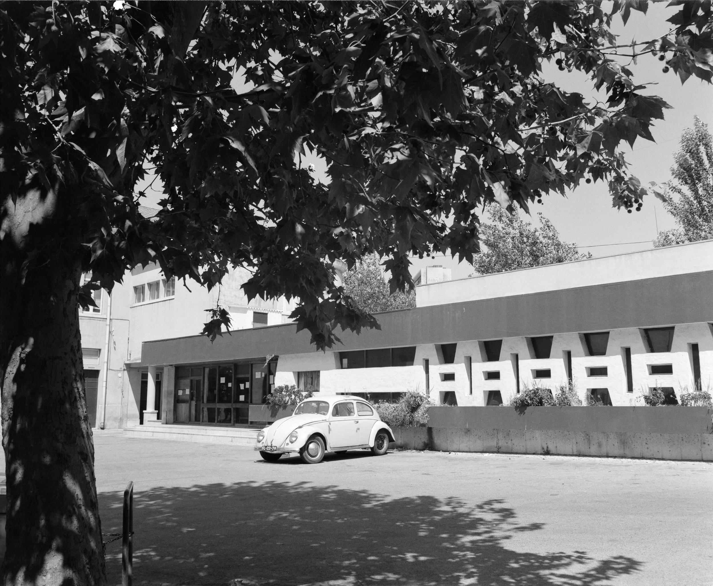 At the time of its formation, the Technical University of Lisbon (Universidade Técnica de Lisboa) had about 1000 students and 100 teachers, which increased by the mid 1940s to roughly 3000 students and 200 teachers.  Photo: Studio Mário Novais, ca. 1975-1988, Lisbon  Biblioteca de Arte da Fundação Calouste Gulbenkian [CFT003 075453]