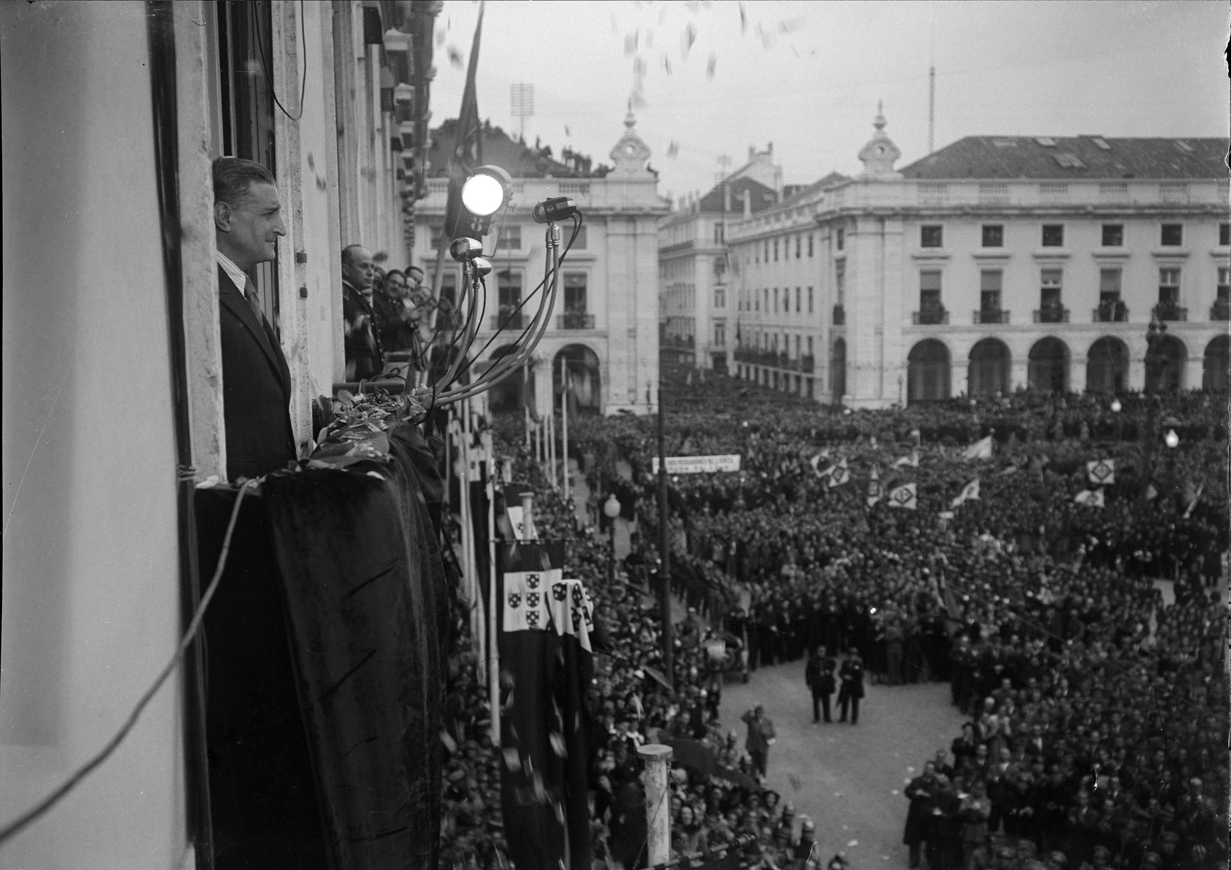 Coverage of the rally would dominate the national media in the following days.  Photo: Horácio Novais, 1945, Lisbon  Biblioteca de Arte da Fundação Calouste Gulbenkian[CFT164_00794]