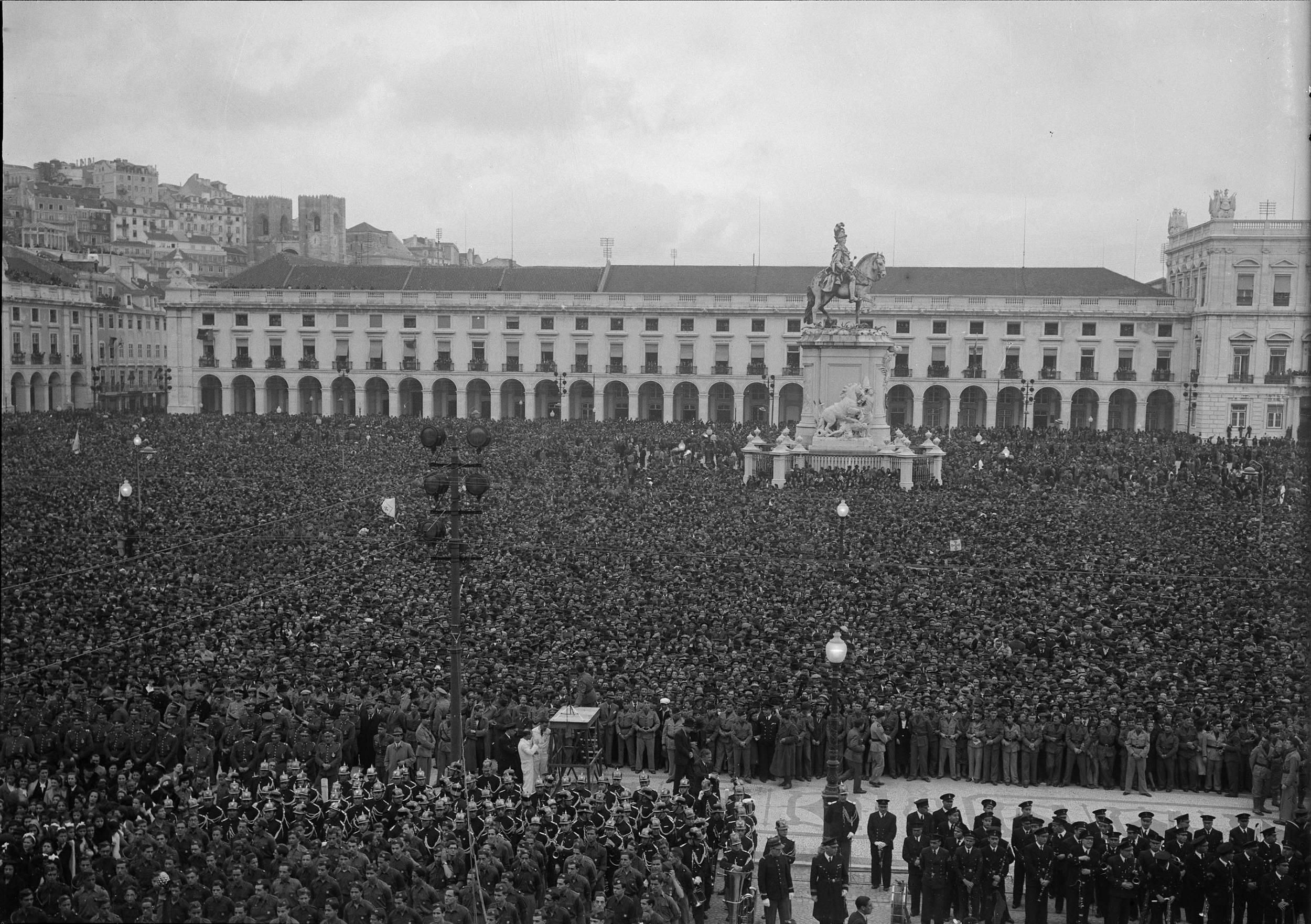Salazar's view over the Praça do Comércio.  Photo: Horácio Novais, 1945, Lisbon  Biblioteca de Arte da Fundação Calouste Gulbenkian[CFT164_00798]