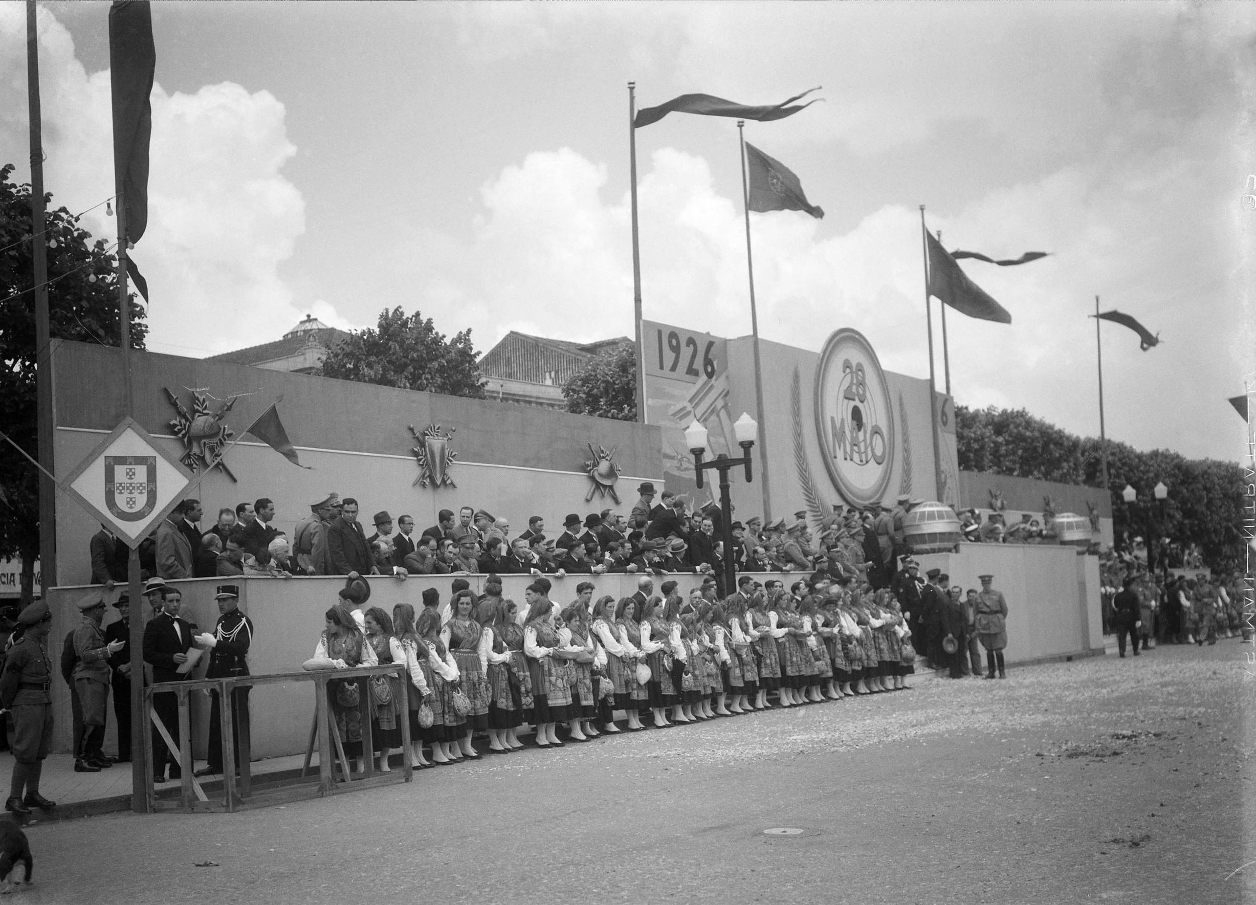 Commemoration of the 10th Anniversary of the May 28, 1926 National Revolution, Braga, 1936.  Photo: Horácio Novais, 1936,Braga  Biblioteca de Arte da Fundação Calouste Gulbenkian[CFT164_102111]