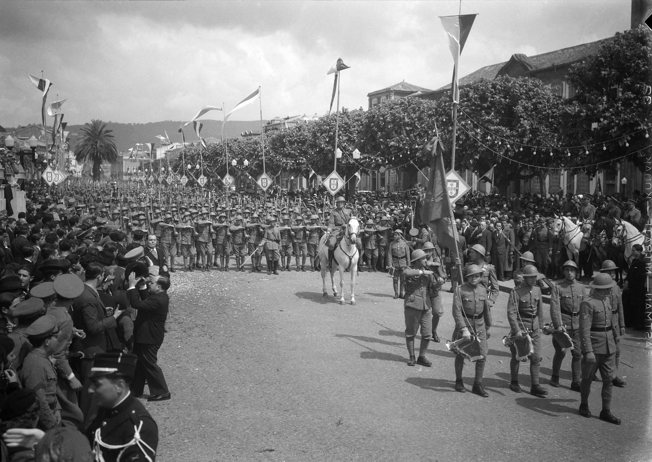 Commemoration of the 10th Anniversary of the May 28, 1926 National Revolution, Braga, 1936.  Photo: Horácio Novais, 1936,Braga  Biblioteca de Arte da Fundação Calouste Gulbenkian   [CFT164_102112]
