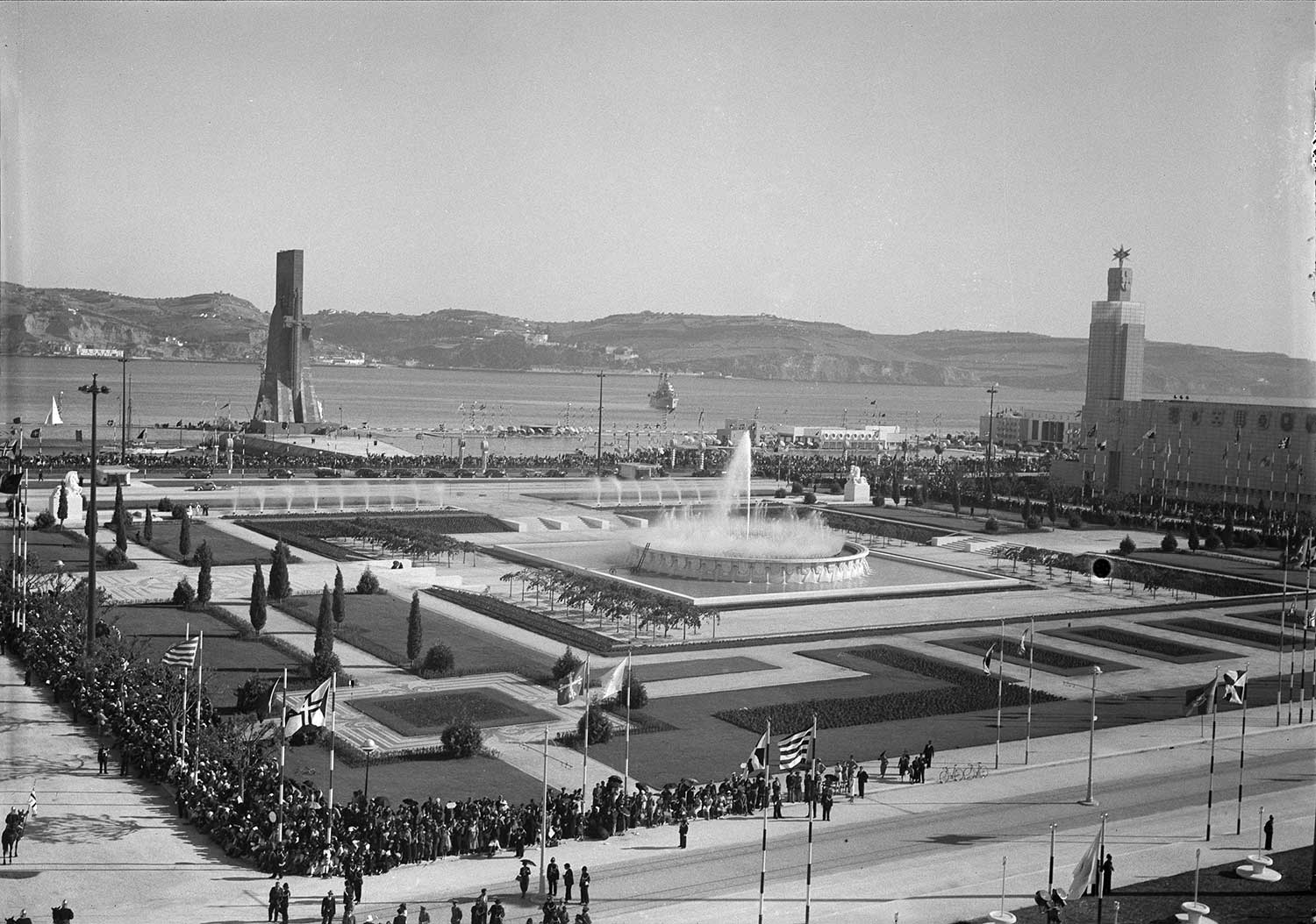 1940 EXPOSITION OF THE PORTUGUESE-SPEAKING WORLD  Photo: Studio Mário Novais, 1940, Lisbon  Biblioteca de Arte da Fundação Calouste Gulbenkian [CFT164_01196]