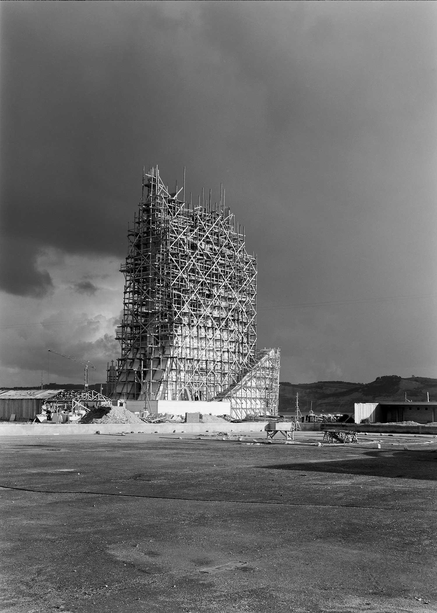 BUILDING THE MONUMENT TO THE DISCOVERIES  Photo: Horácio Novais, ca. 1938-1939, Lisbon  Biblioteca de Arte da Fundação Calouste Gulbenkian [CFT164_044087]