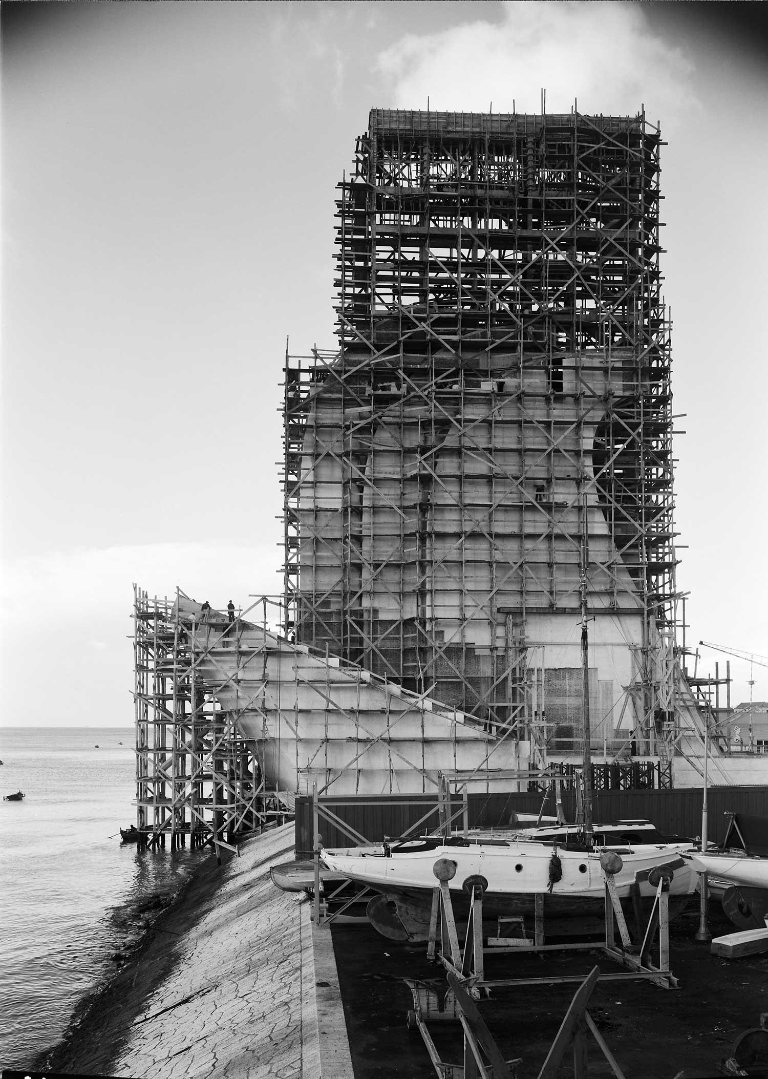 BUILDING THE MONUMENT TO THE DISCOVERIES  Photo: Horácio Novais, ca. 1938-1939, Lisbon  Biblioteca de Arte da Fundação Calouste Gulbenkian [CFT164_044082]