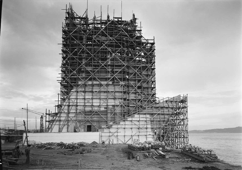 BUILDING THE MONUMENT TO THE DISCOVERIES  Photo: Horácio Novais, ca. 1938-1939, Lisbon  Biblioteca de Arte da Fundação Calouste Gulbenkian [CFT164_044080]