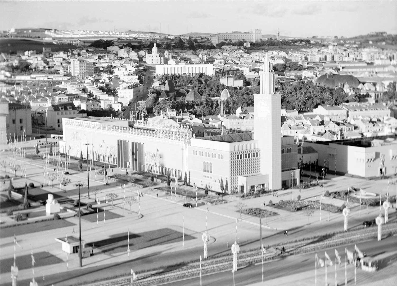 Photo: Estúdio Horácio Novais, ca. 1930-40, Lisbon  Biblioteca de Arte da Fundação Calouste Gulbenkian [CFT164_102177]