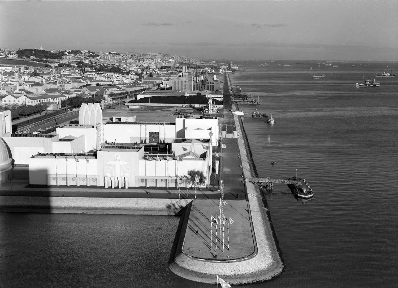 Photo: Estúdio Horácio Novais, ca. 1930-40, Lisbon  Biblioteca de Arte da Fundação Calouste Gulbenkian [CFT164_102178]