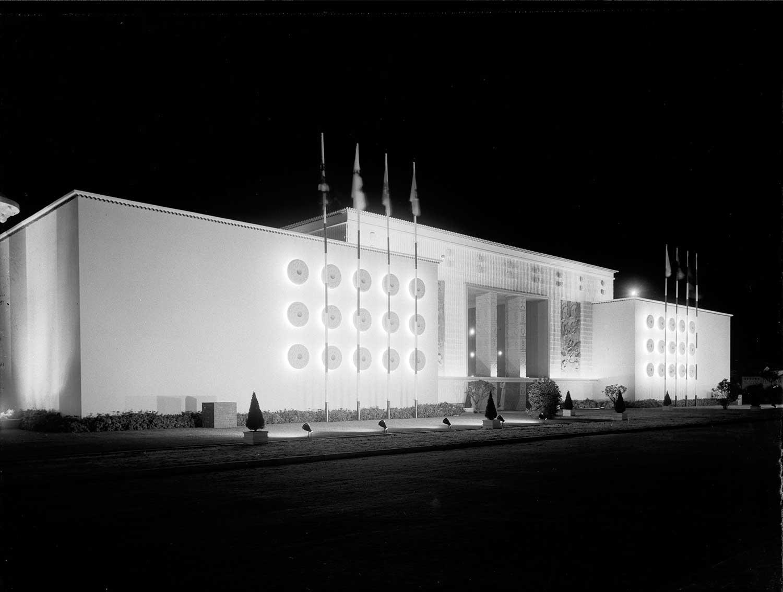Photo: Estúdio Horácio Novais, 1940, Lisbon  Biblioteca de Arte da Fundação Calouste Gulbenkian [CFT164_01198]