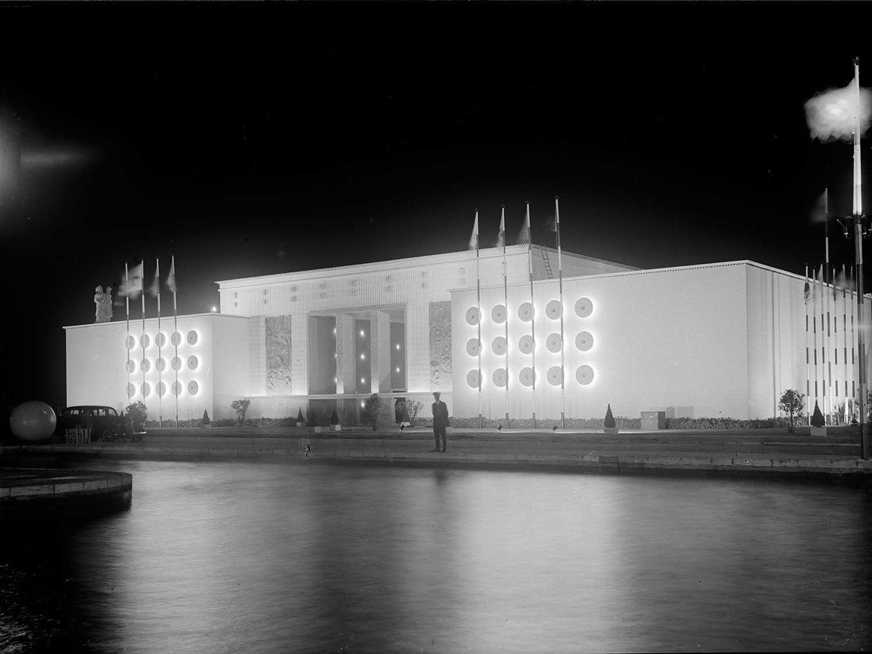 Photo: Estúdio Horácio Novais, 1940, Lisbon  Biblioteca de Arte da Fundação Calouste Gulbenkian [CFT164_01197]