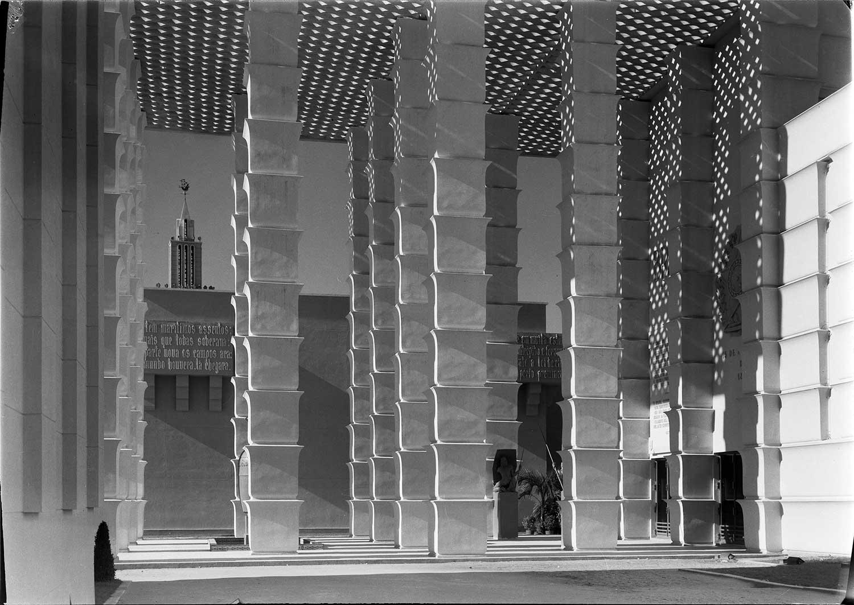 Photo: Estúdio Horácio Novais, 1940, Lisbon  Biblioteca de Arte da Fundação Calouste Gulbenkian [CFT003_025665]