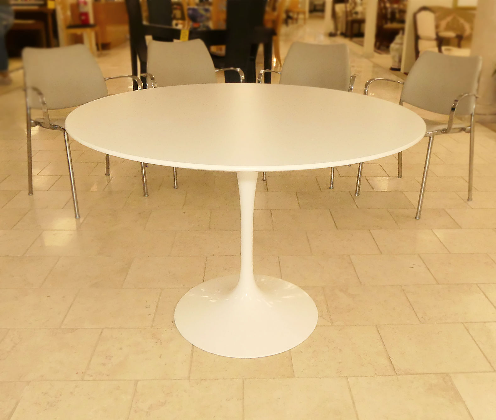 "SOLD  Authentic Knoll Eero Saarinen 42"" Tulip Dining Table"