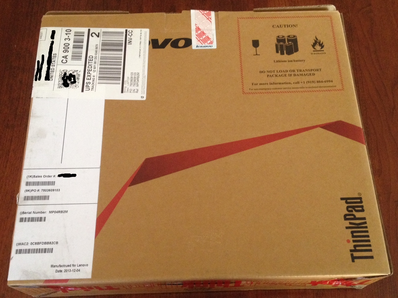 The Lenovo packaging is a very utilitarian affair. Despite traveling all the way from China, there's no double boxing.