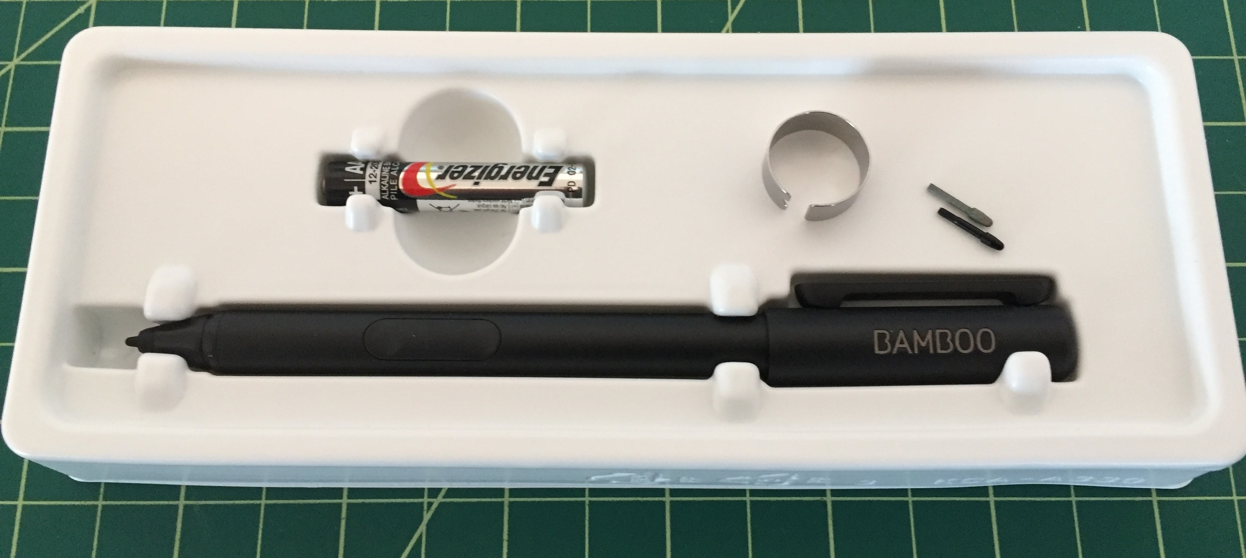 The package includes a AAAA battery, extraction ring and two spare nibs.