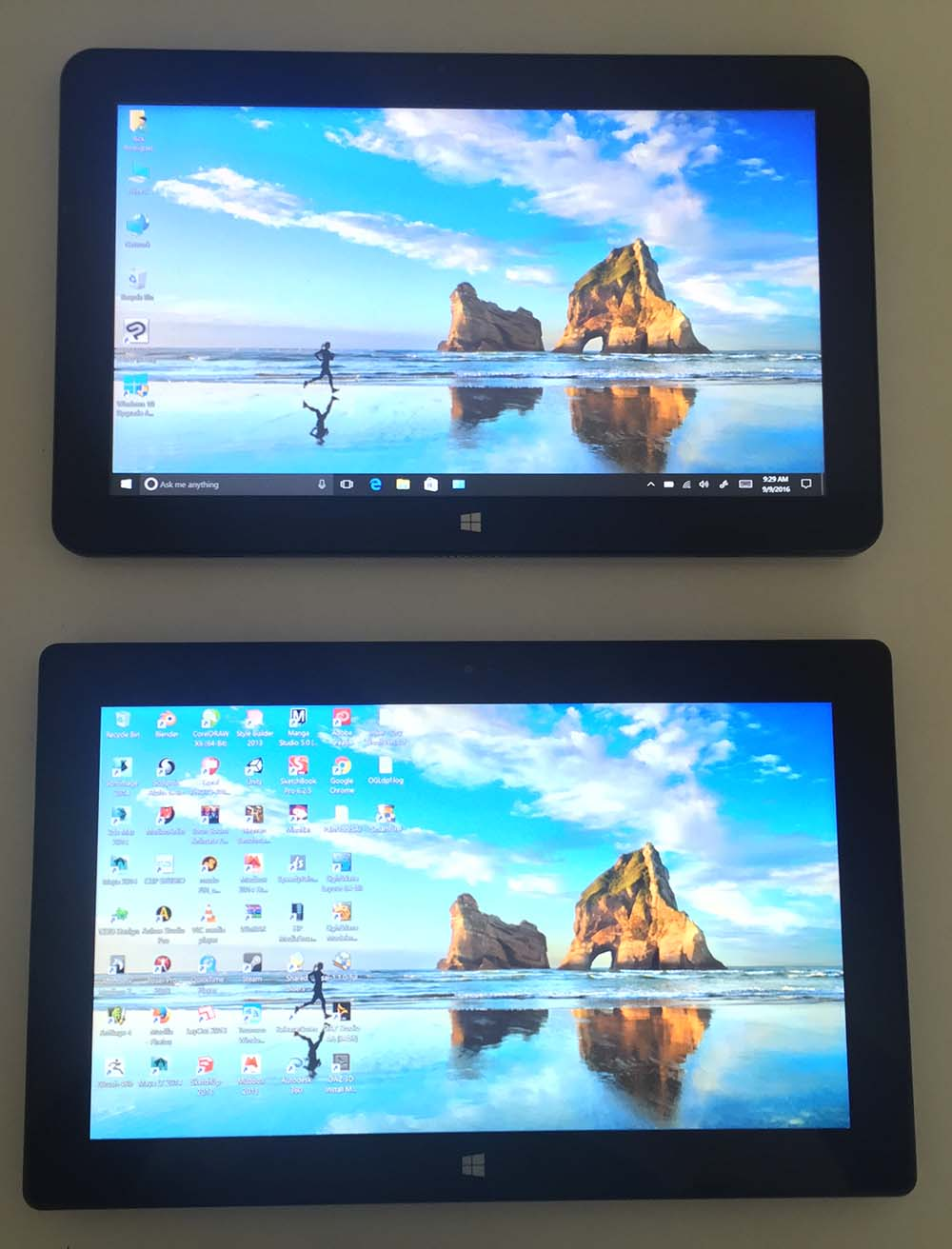 The Cube i7 Book (top) is very similar to the Surface Pro 1 and 2 (pictured).