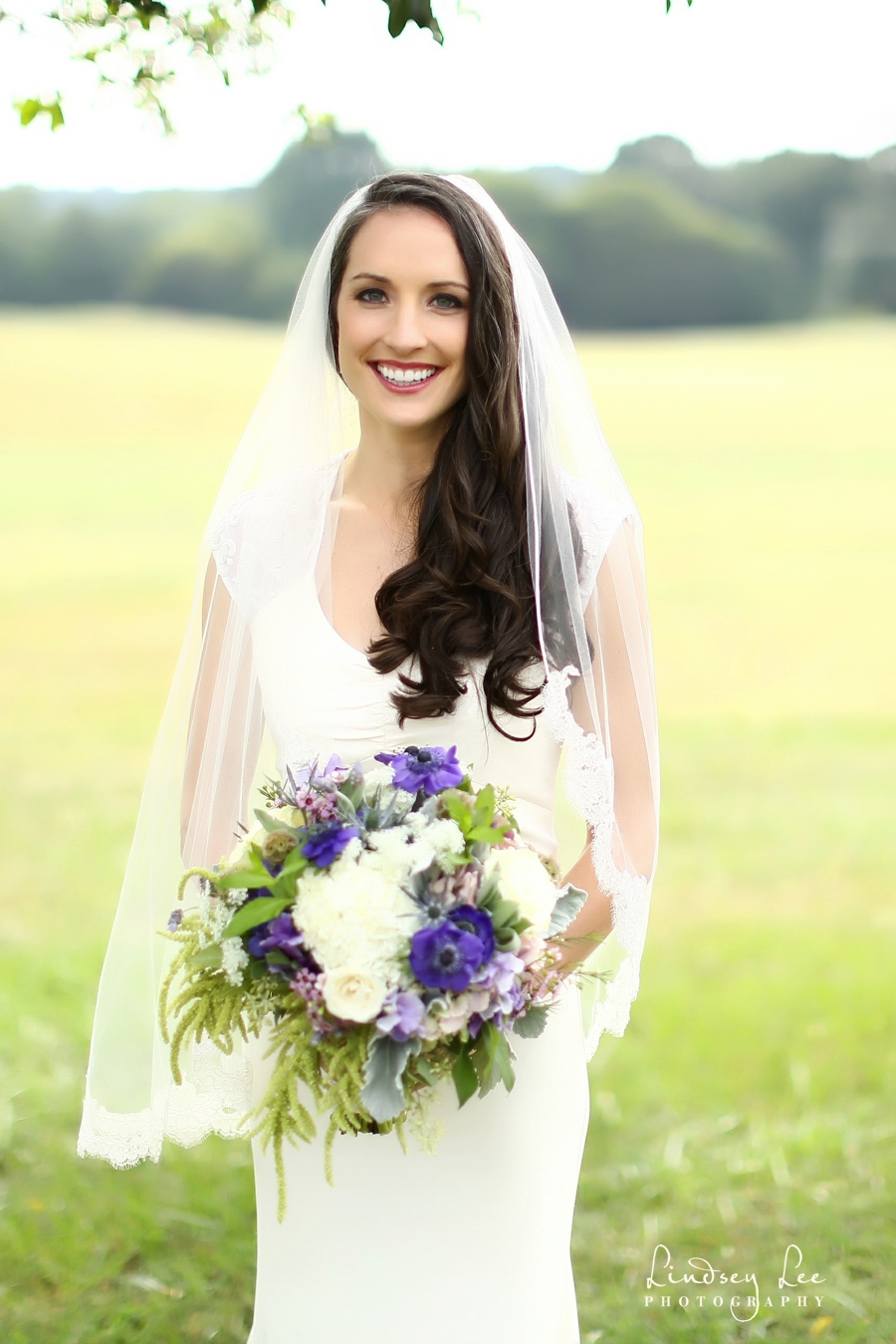 Julia, the gorgeous bride! ©Lindsey Lee Photography
