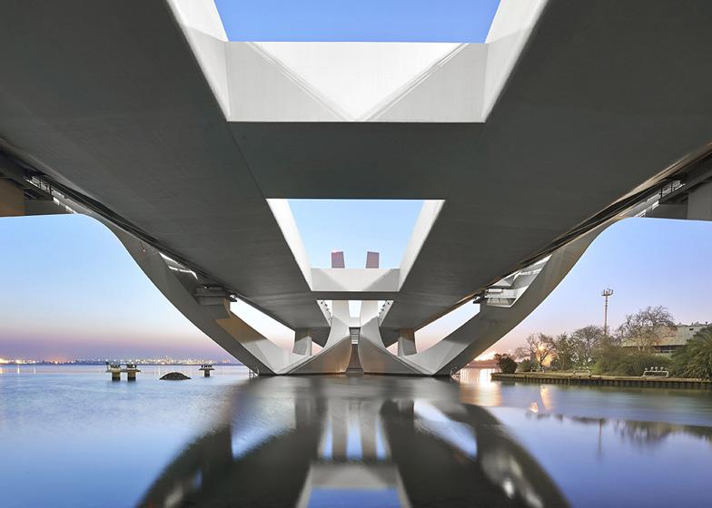 Prjkt Dump_7_Hufton+Crow&Zaha_Sheikh Zayed Bridge_2.jpeg