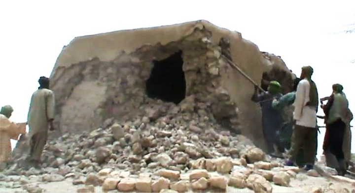 Ansar Dine destroys Sufi tombs in Timbuktu, 2012