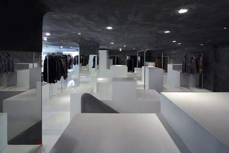 D2C-concept-store-by-3Gatti-Architecture-Studio_dezeen_7.jpeg