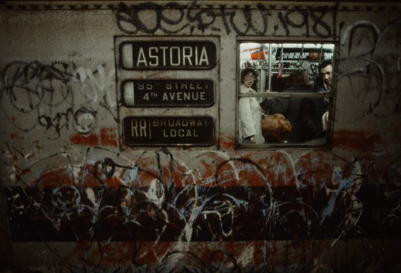 christopher-morris-photographs-the-gritty-NYC-subway-in-1981-designboom-06.jpeg