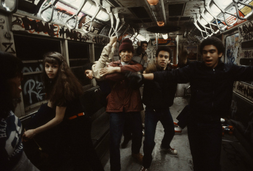 christopher-morris-photographs-the-gritty-NYC-subway-in-1981-designboom-03.jpeg