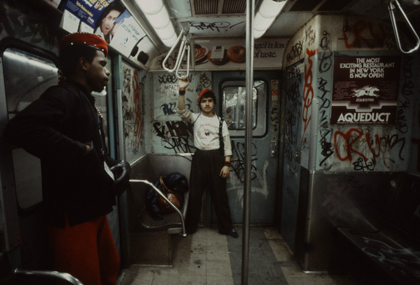 christopher-morris-photographs-the-gritty-NYC-subway-in-1981-designboom-08.jpeg