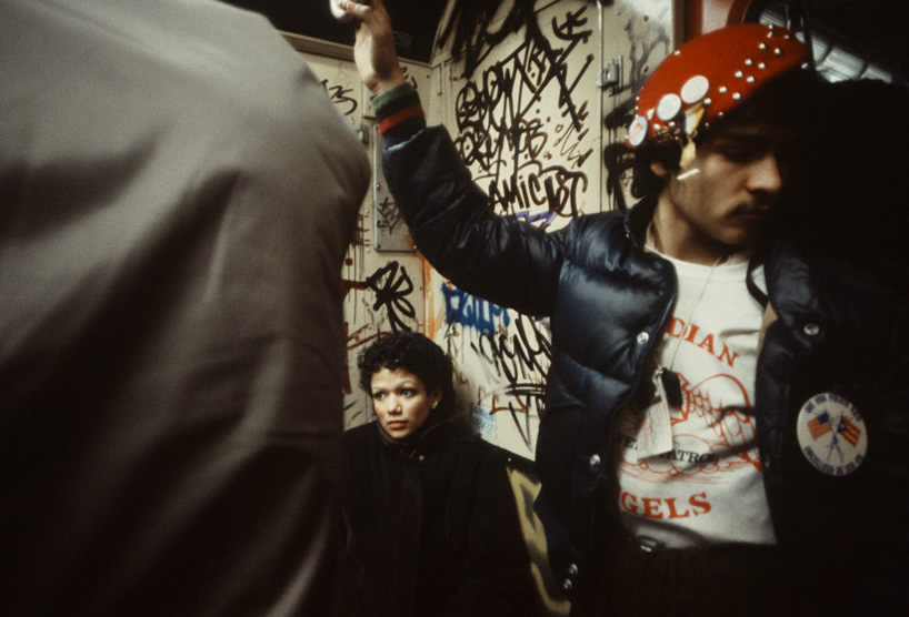 christopher-morris-photographs-the-gritty-nyc-subway-in-1981-designboom-11.jpeg