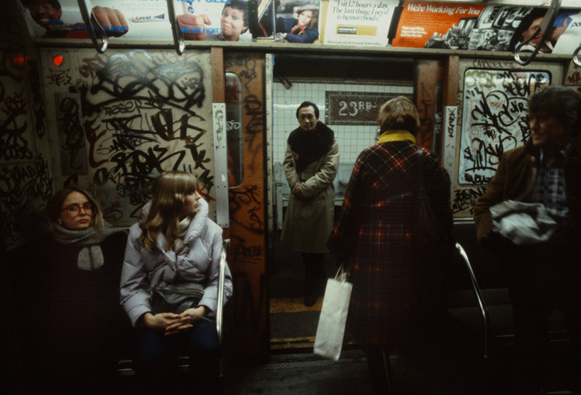 christopher-morris-photographs-the-gritty-nyc-subway-in-1981-designboom-15.jpeg