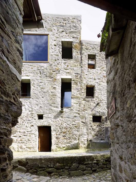 543dd67ec07a802a6900025d_stone-house-transformation-in-scaiano-wespi-de-meuron-romeo-architects_1430_cf031704-530x707.jpg
