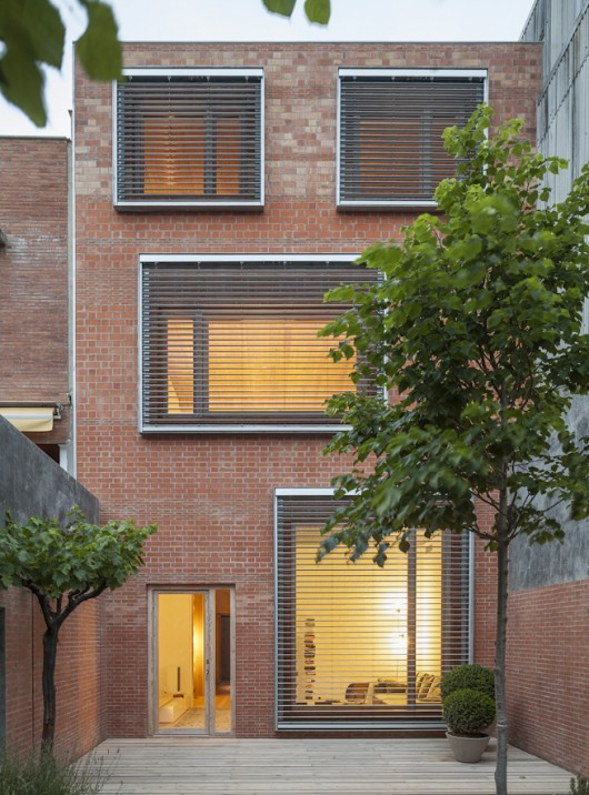 54bdd266e58eceef7000008b_house-1014-h-arquitectes_16_mg_0644_tall-530x716.jpg