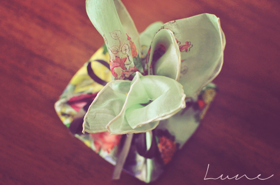 furoshiki+silk+scarf+wrapping+lune.jpg