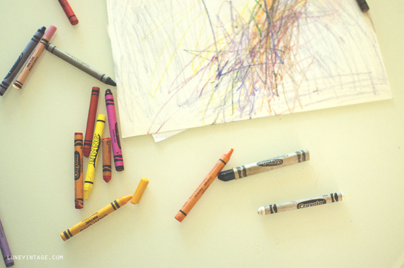 lune+vintage+eve+coloring+crayons.png