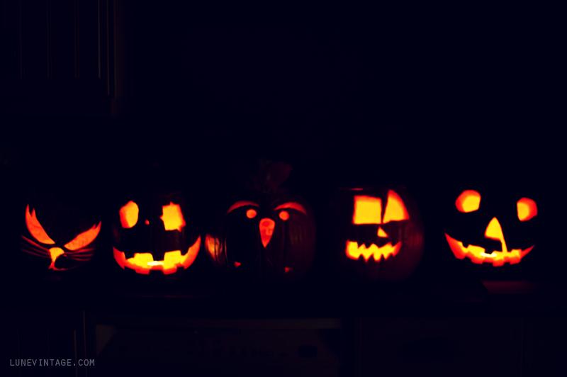 5+little+pumpkins+halloween+lune+vintage.png