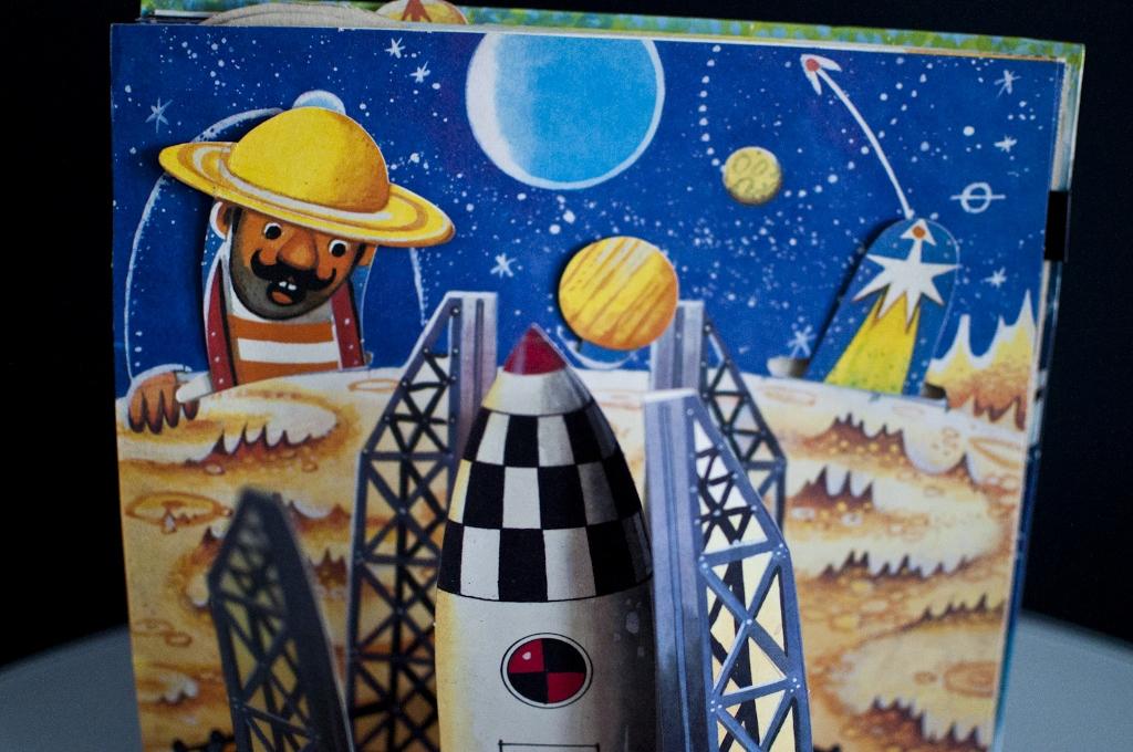 moon rocket popup book lune blog - 8 (1024x680).jpg