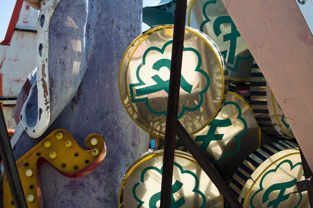 neon sign boneyard museum lune vintage 2 (1000x664).jpg