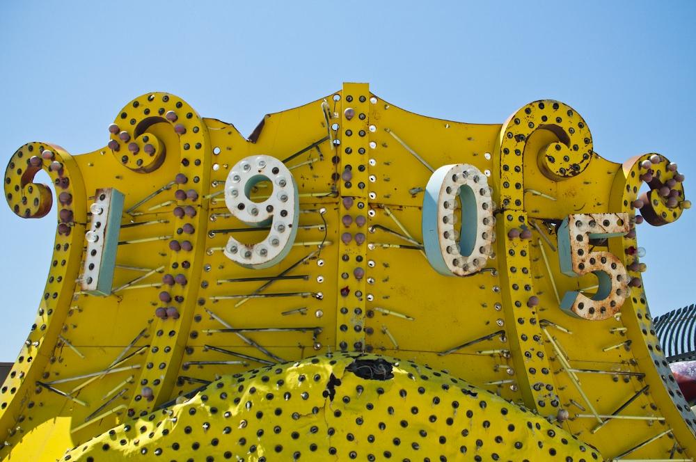 neon sign boneyard museum lune vintage 3 (1000x664).jpg