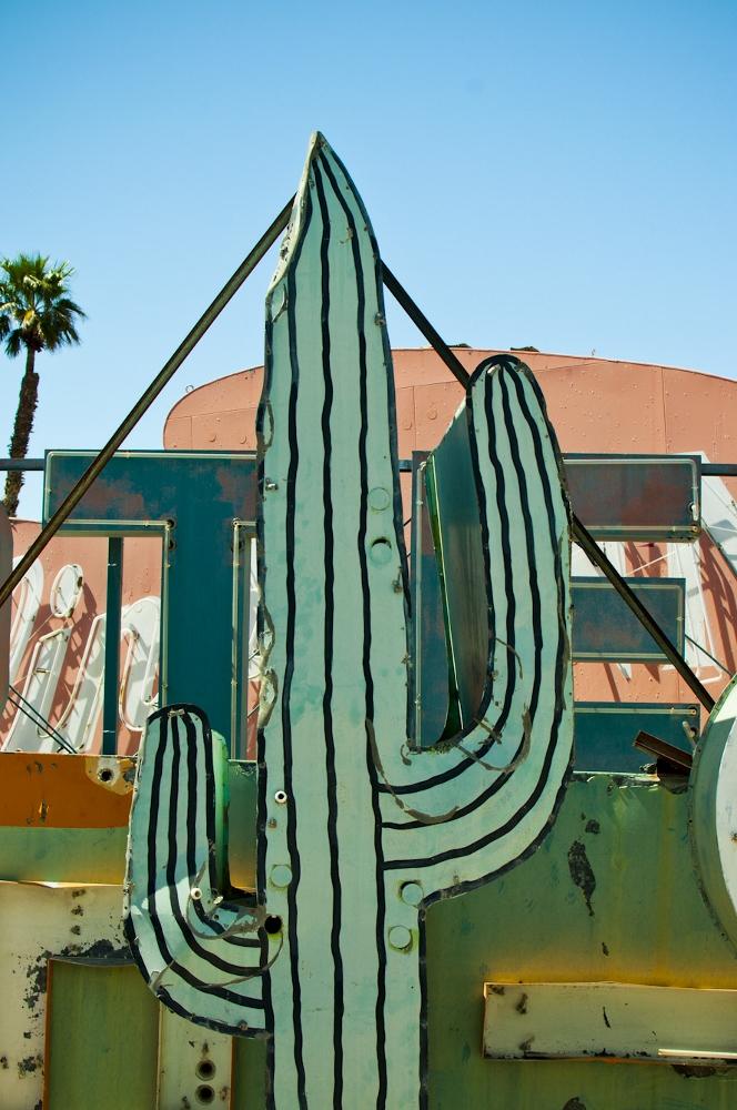 neon sign boneyard museum lune vintage 10 (664x1000).jpg